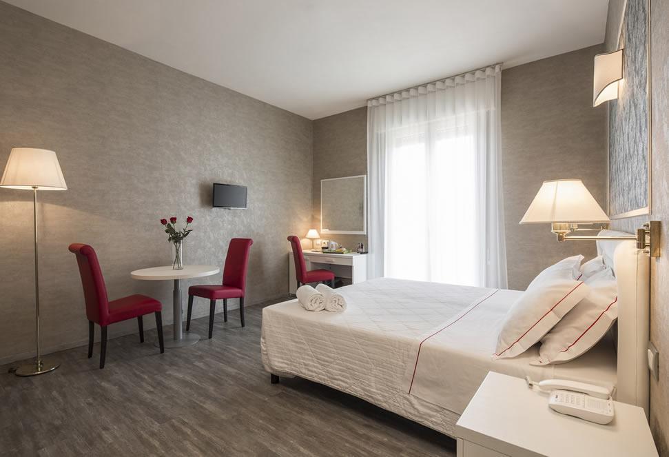 Tre stelle arreda bologna cheap arredamenti camere per for Arredamento camere hotel